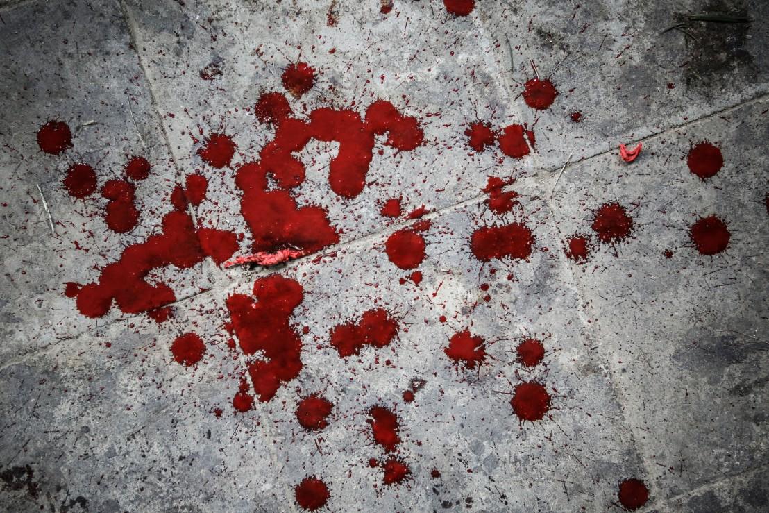кръв, кървави петна, кръв от петел, насилие, агресия, престъпление