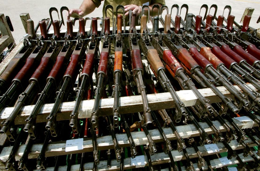 пушки, автомати, калашников