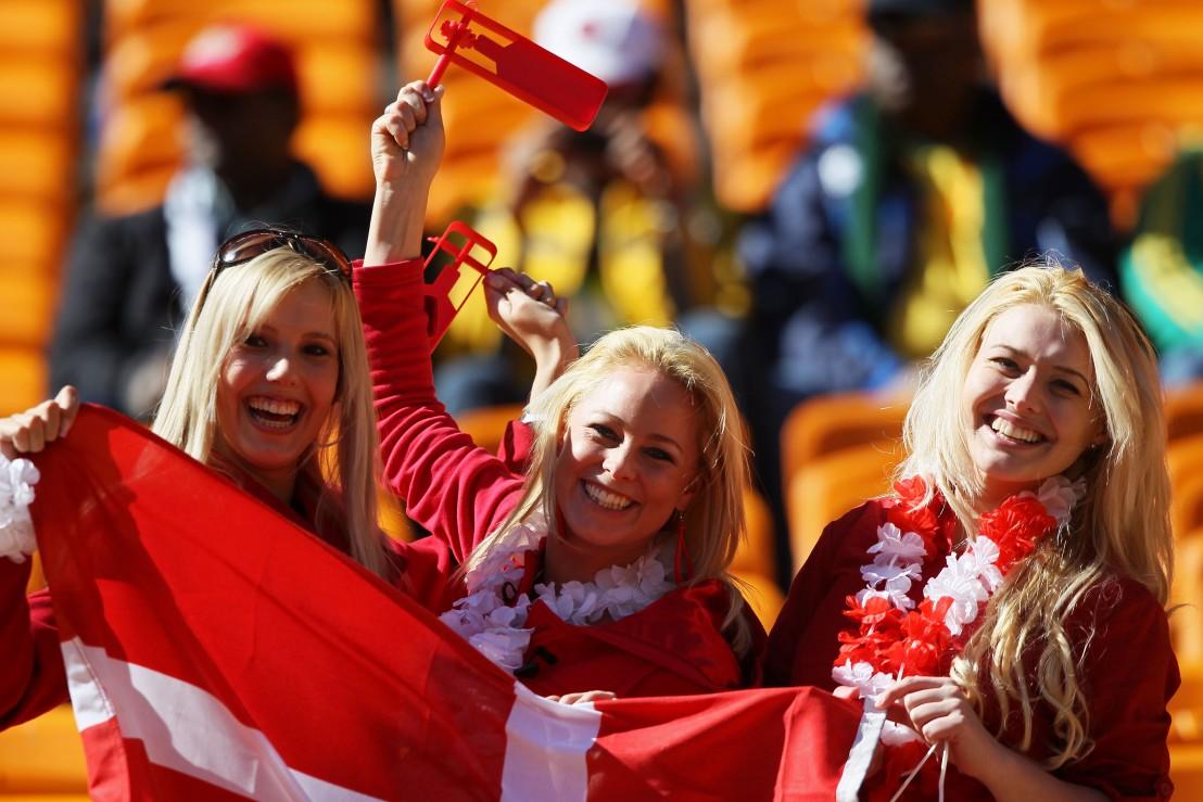 Дания, момичета, флаг