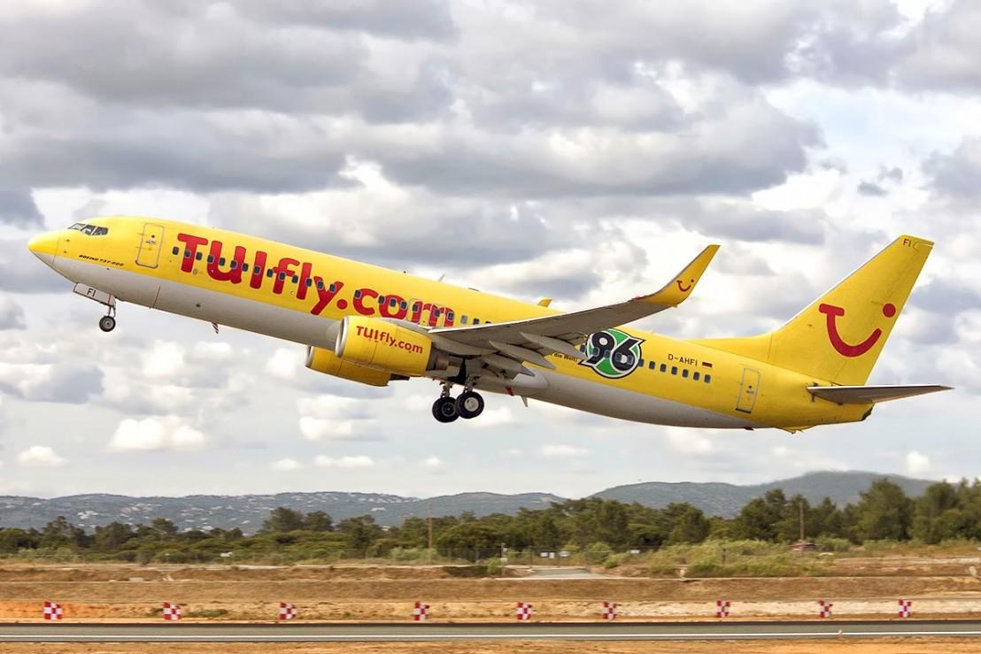 Boeing_737-8K5,_TUIfly_JP7624515