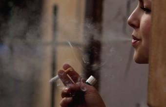 жена, пушене, тютюнопушене