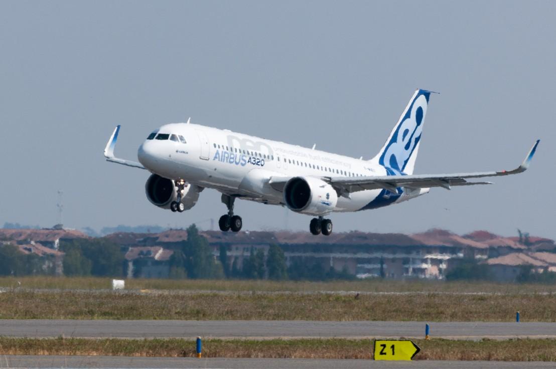 Airbus_A320neo_landing_01