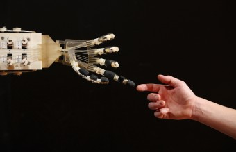 роботи, ръце