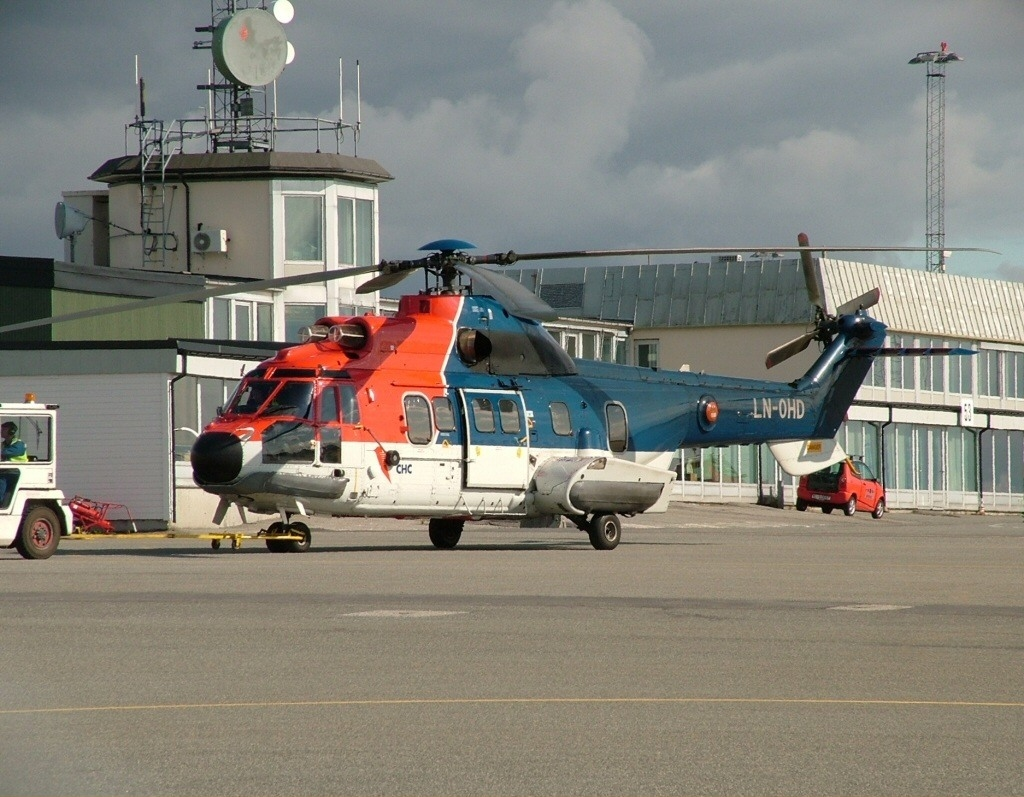 Eurocopter_AS-332_L_Super_Puma_CHC_Helicopters_LN-OHD,_BGO_Bergen_(Flesland),_Norway_PP1089976171