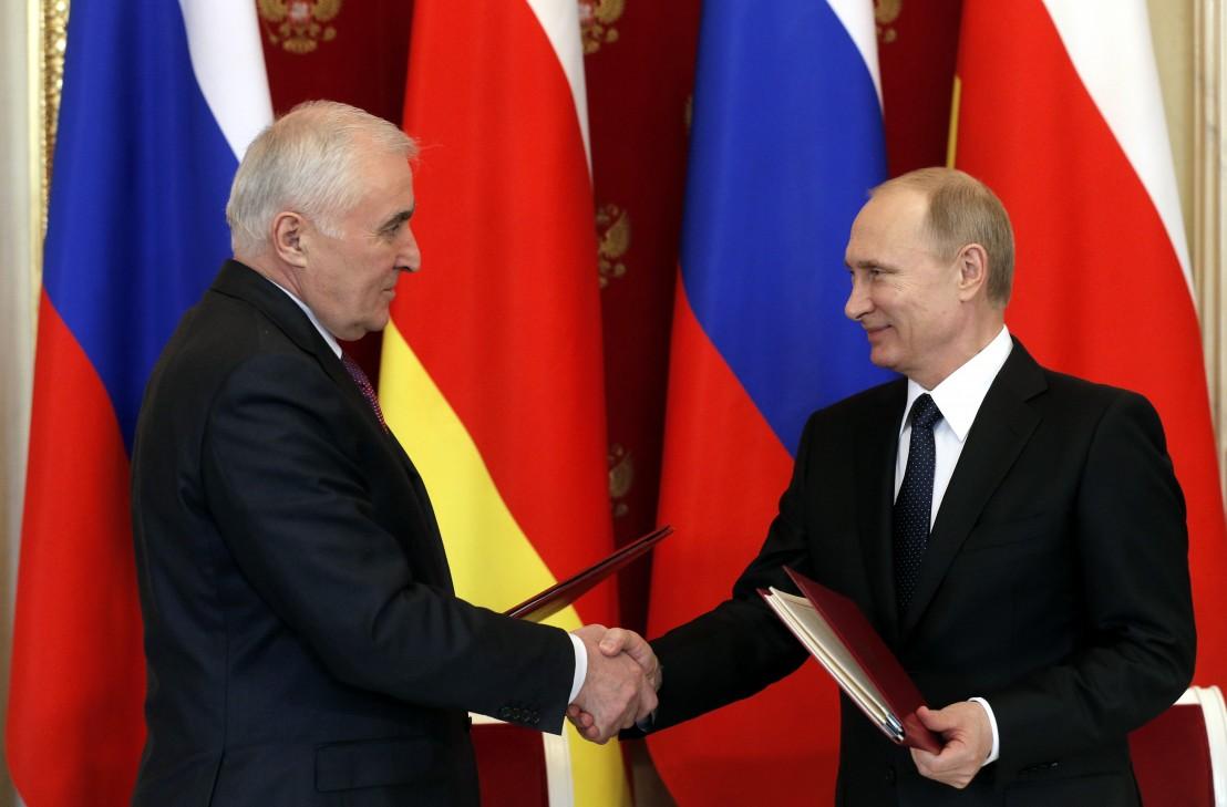 южна осетия Vladimir Putin, Leonid Tibilov