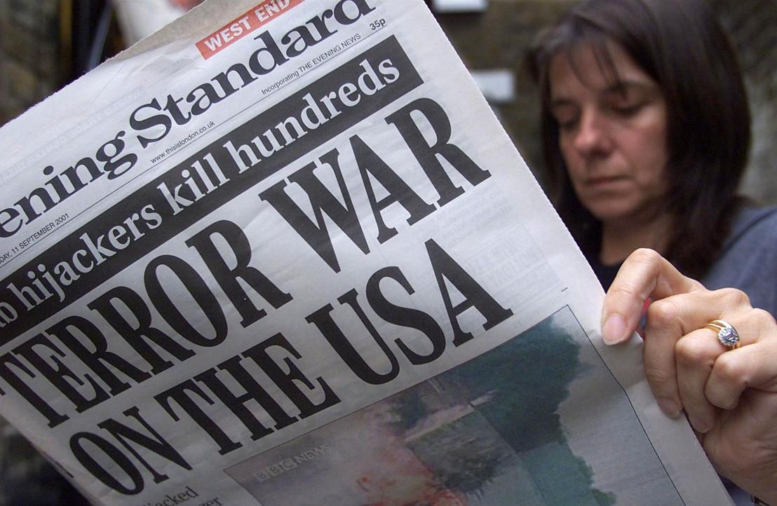 9/11, атаки, тероризъм, кули близнаци, 11 септември,сащ, вестник, жена