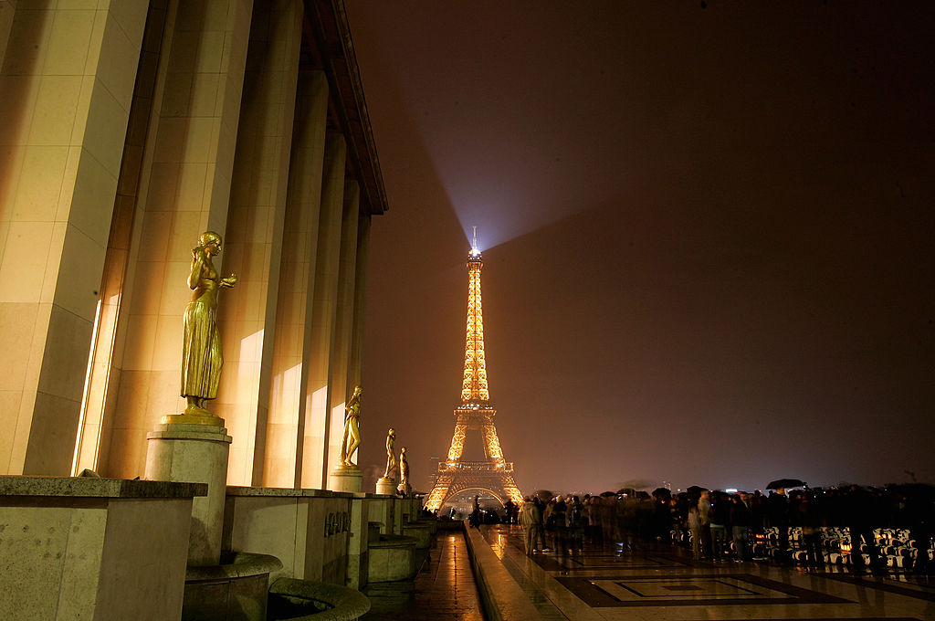 Earth Hour 2011 In Paris