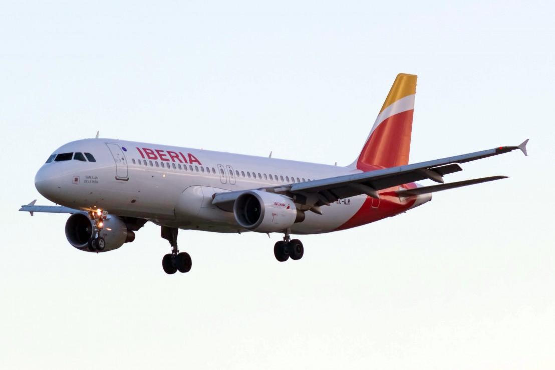 EC-ILR_A320_Iberia_BCN