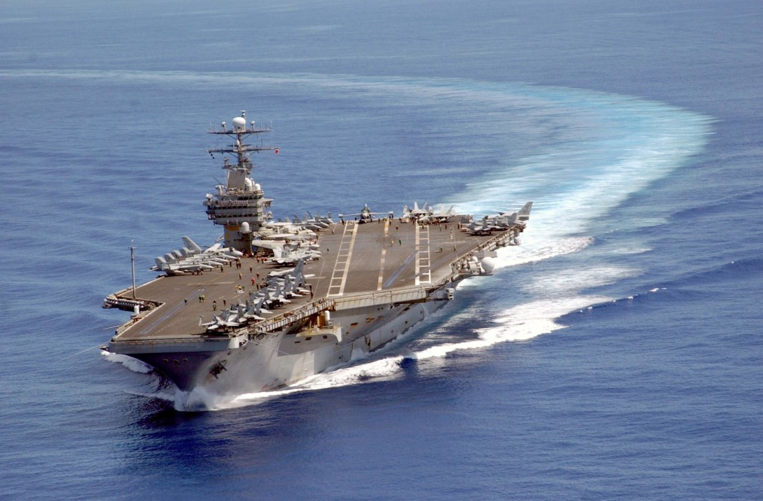 USS_Carl_Vinson_on_patrol_in_the_Pacific_2003-06-10