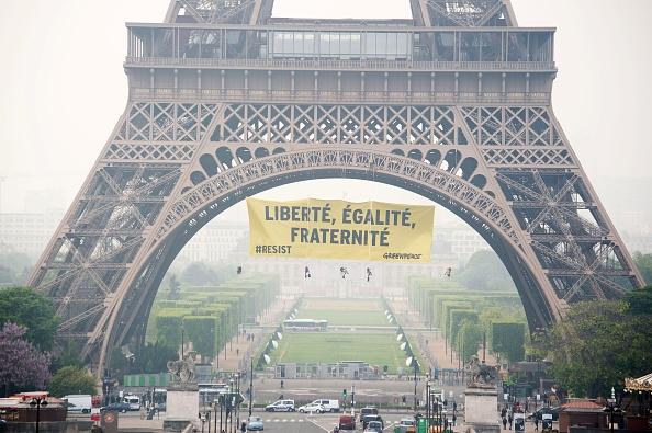 Greenpeace  айфелова кула, париж