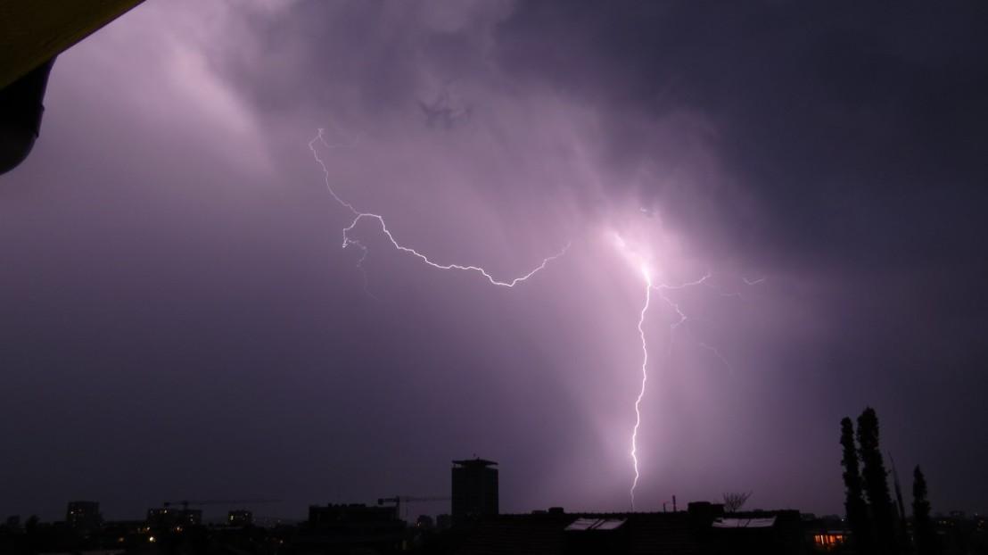 буря, светкавици