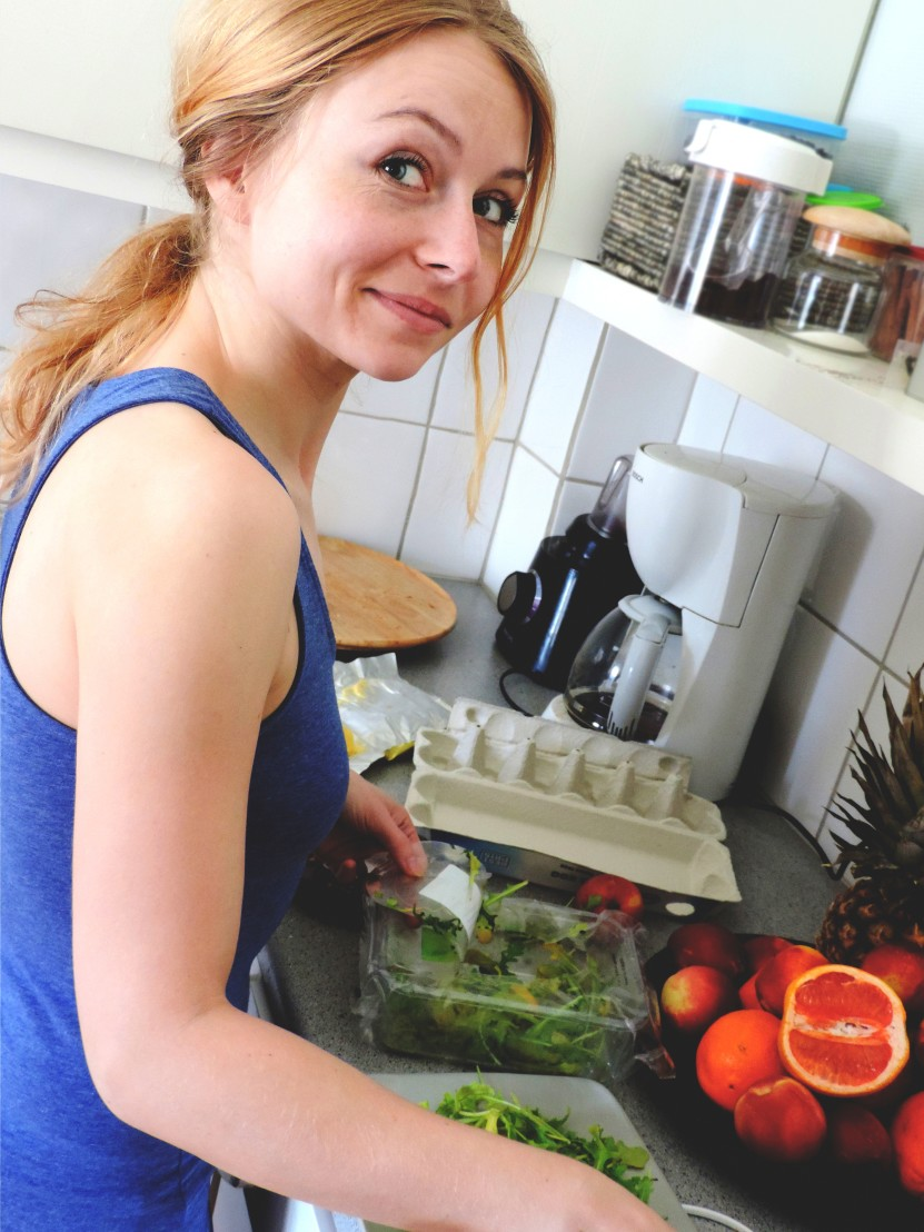 жена готви, кухня