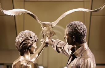 лейди даяна статуя