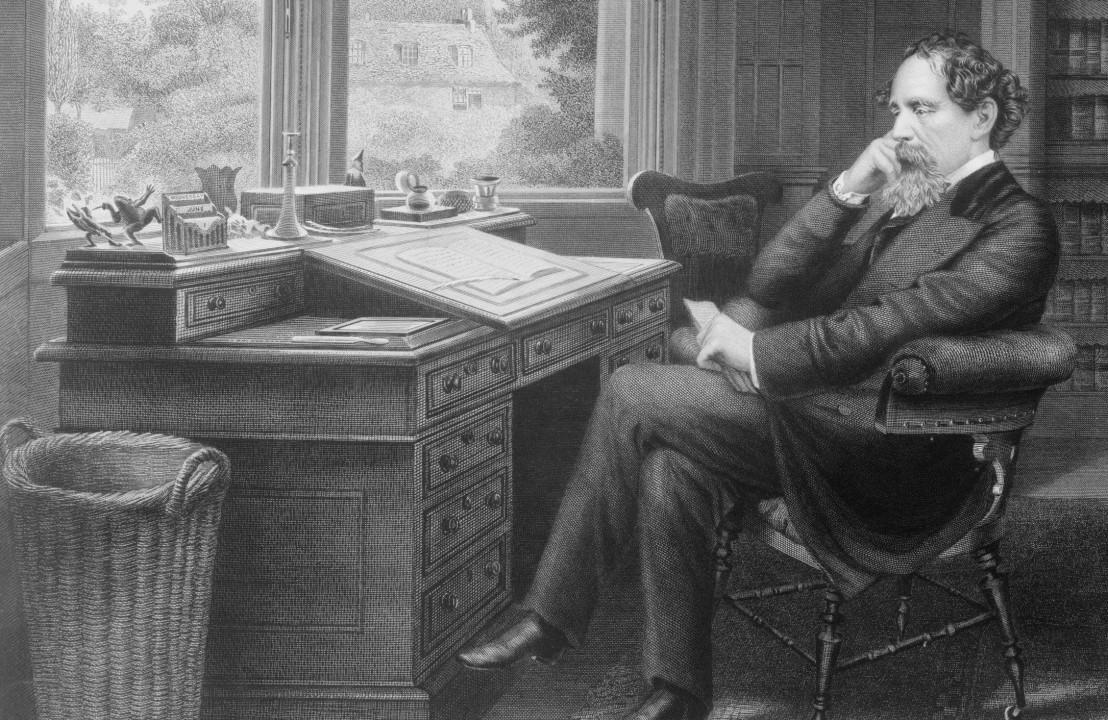 Charles-Dickens-desk-2200-3x2-56a4890c5f9b58b7d0d76fe4