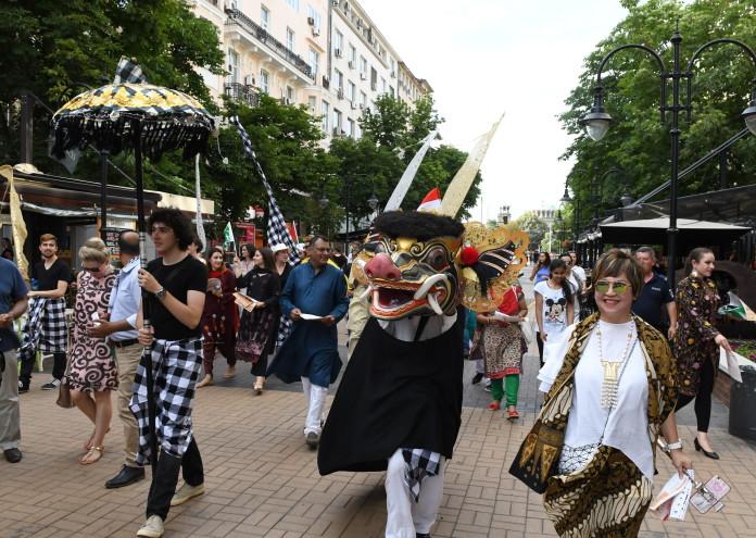 ASIAN FESTIVAL_WALK
