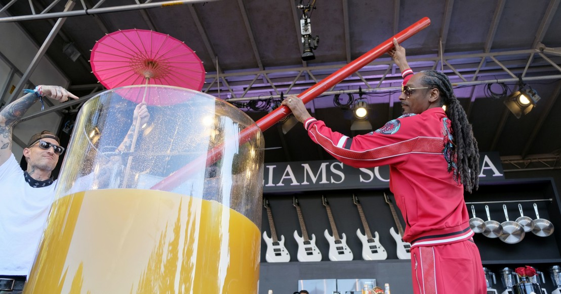 snoop-dogg-breaks-guinness-world-record-for-largest-gin-and-juice