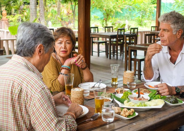 anthony-bourdain-laos-dinner-couple-TONYLAOS0517