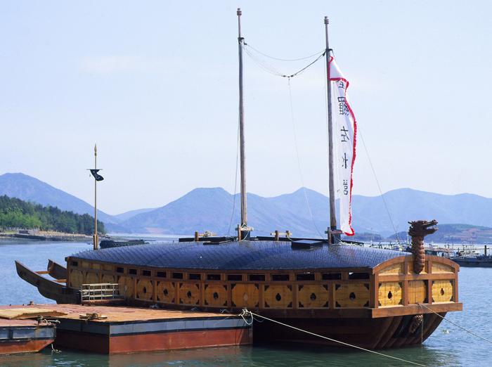 Възстановка на корейски костенурков кораб - кобуксон