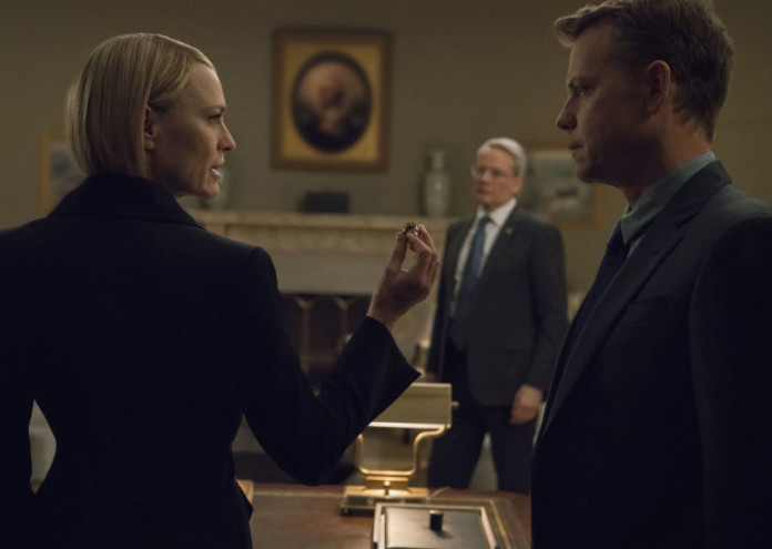 gallery-1535365155-house-of-cards-season-6-exclusive-photo-robin-wright-claire-underwood-greg-kinnear
