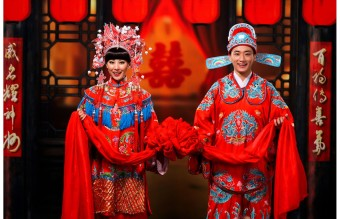 Great-Chinese-Wedding-Traditions-With-Traditional-Chinese-Gown