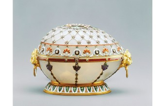 180808165536-faberge-egg-top-full-169
