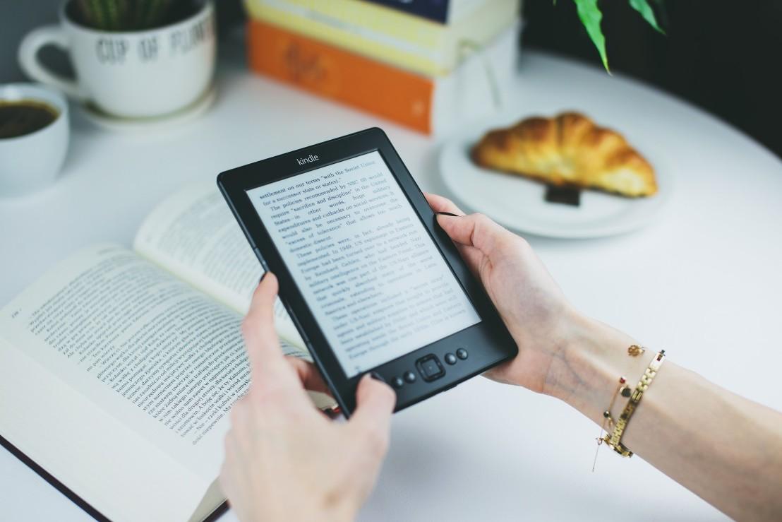 book-ebook-female-76942