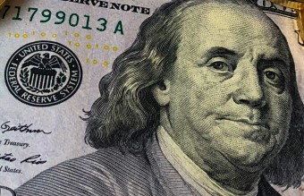 100-bank-banknotes-730547