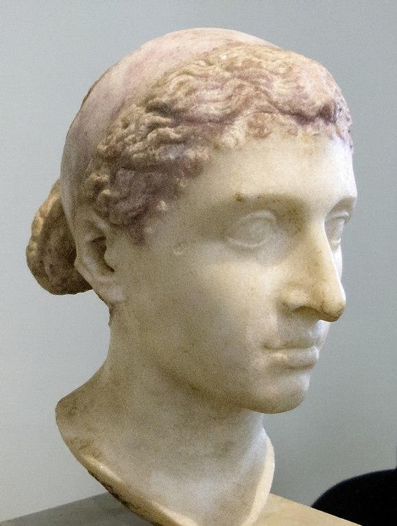 579px-Kleopatra-VII.-Altes-Museum-Berlin1