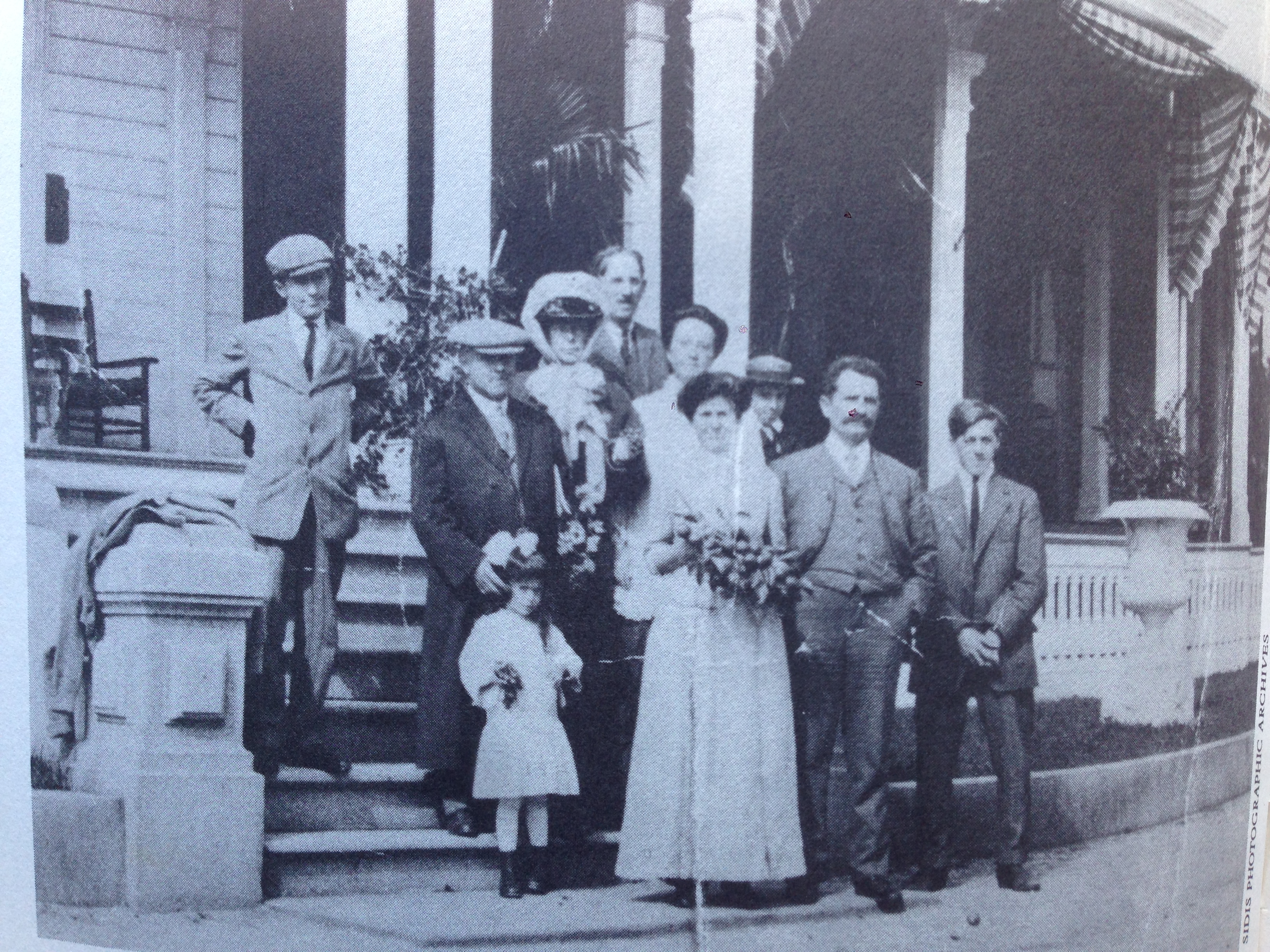 Sidis-at-left.-In-front-Father-and-mother-1914.IMG_4685