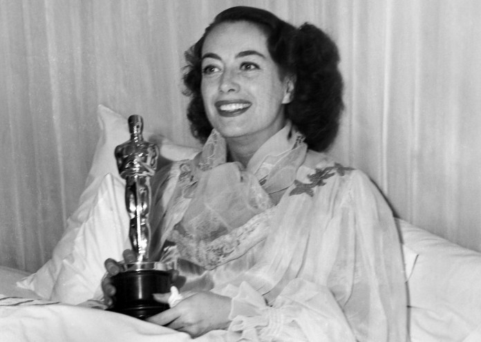 joan-crawford-with-her-oscar-for-mildred-pierce