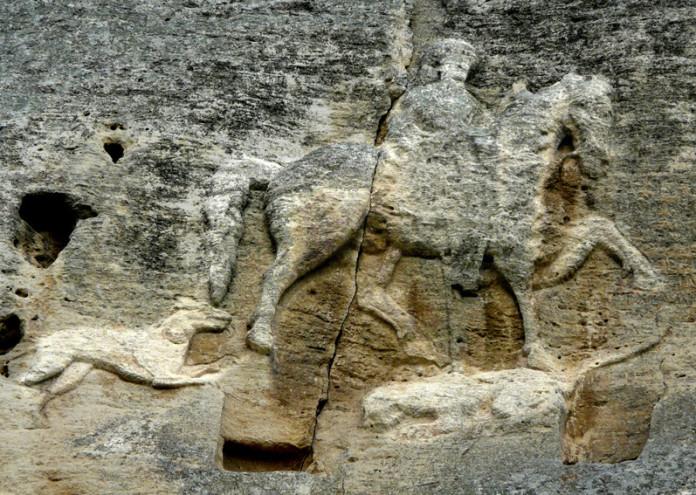 Мадарският конник от езическите времена, който с християнството може да е еволюирал в образа на Свети Георги убиващ змея