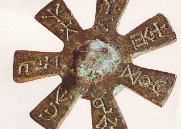 Розетата от Плиска, чиито седем лъча е възможно да символизират Слънцето, Луната и петте видими с невъоръжено око планети от Земята