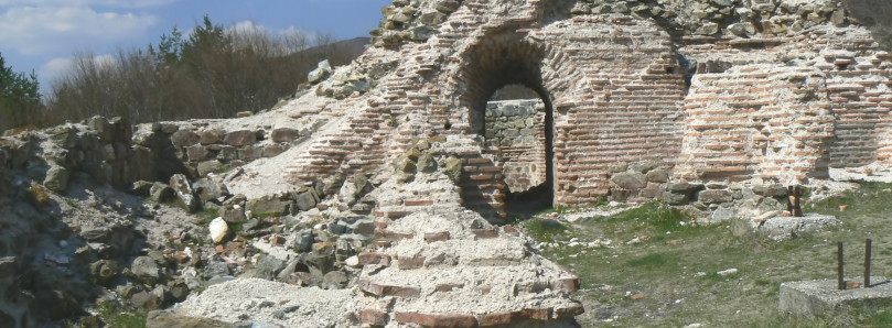 Trayanovi-vrata-left-arch-3
