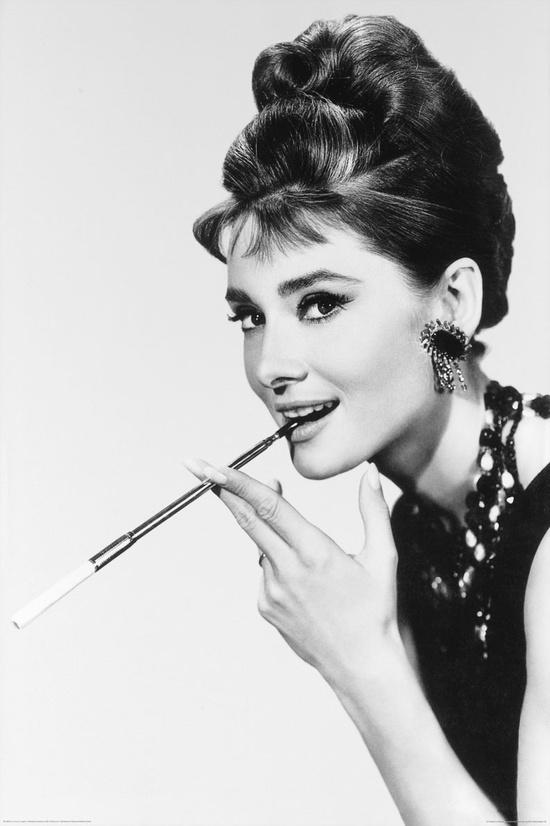 Audrey_Hepburn_smokes