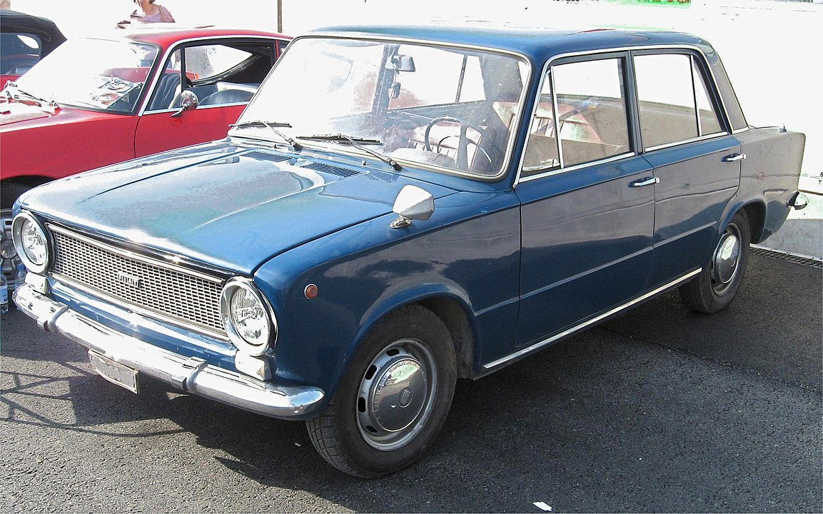 1153px-Fiat124Luc106
