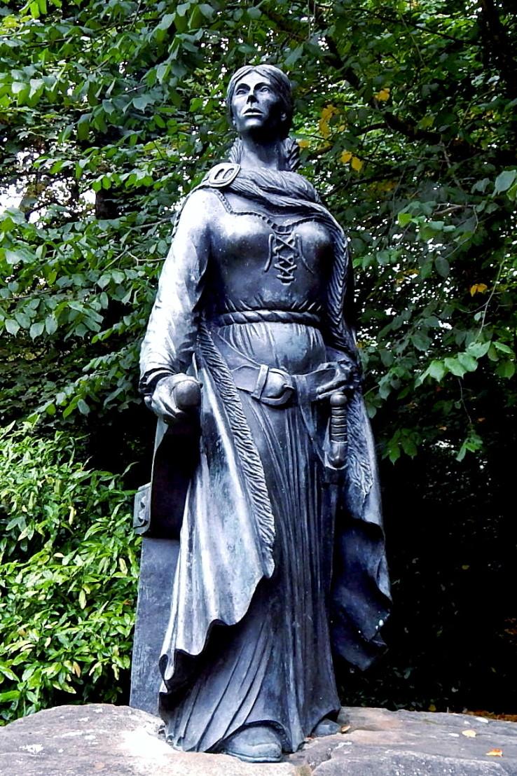 Grainne_Mhaol_Ni_Mhaille_Statue
