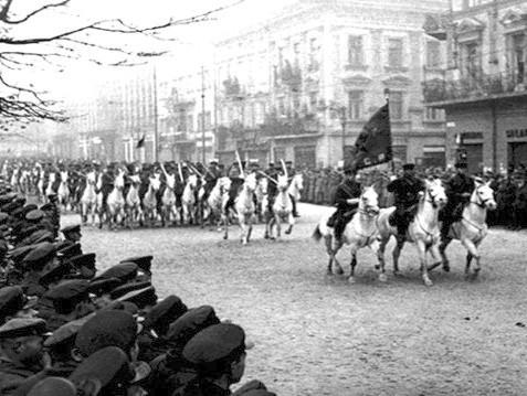 съветски парад в Лвов