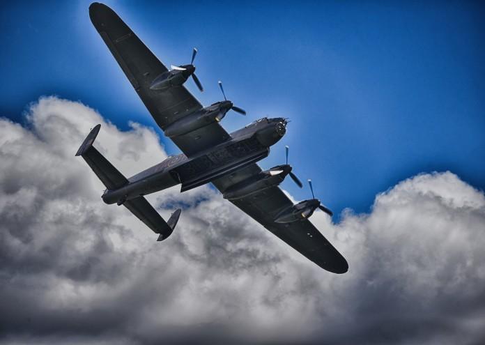 lancaster-bomber-2925190_1280
