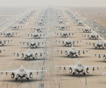 military-jets-746210_1920