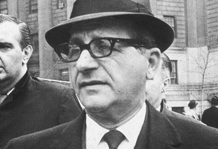 sam-giancana-outside-court-closeup