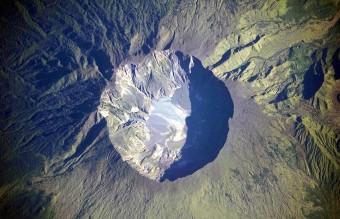 1280px-Mount_Tambora_Volcano,_Sumbawa_Island,_Indonesia