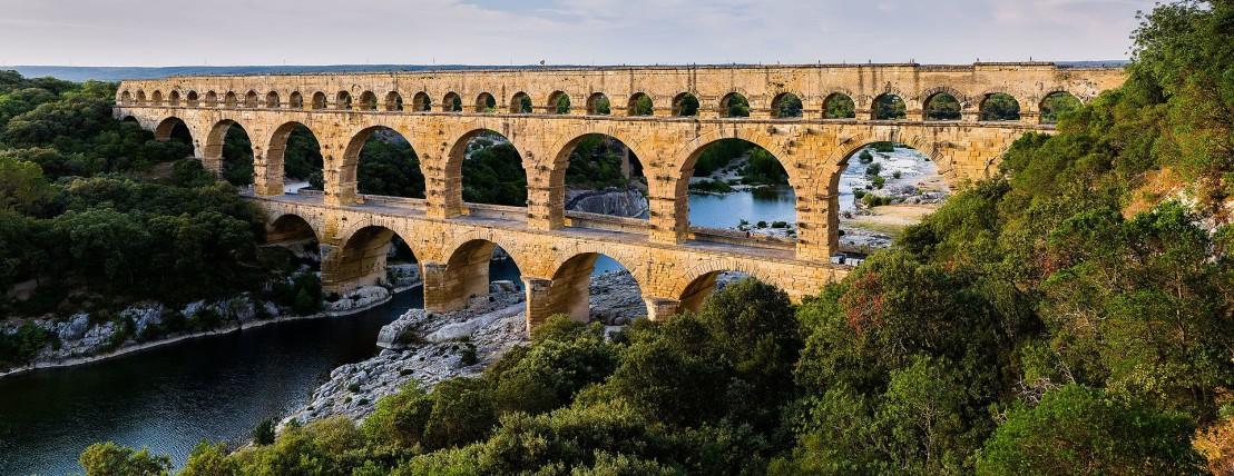 1920px-Pont_du_Gard_BLS
