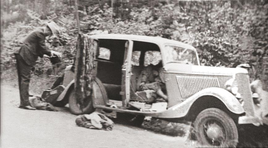 1932_Ford_V-8_containing_the_remains_of_Bonnie_Parker_and_Clyde_Barrow