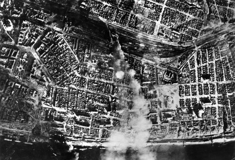 Bundesarchiv_Bild_183-B22081,_Russland,_Kampf_um_Stalingrad,_Luftangriff