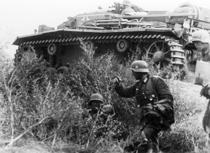 Bundesarchiv_Bild_183-B28822,_Russland,_Kampf_um_Stalingrad,_Infanterie