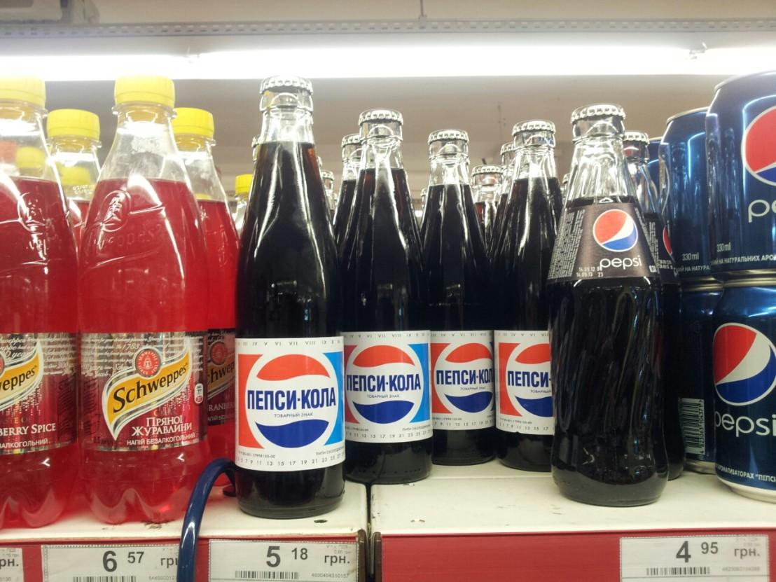 Classic_Pepsi_bottles_in_supermarket_in_Kyiv