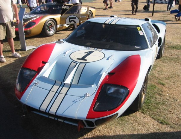 Ford_GT40_(front)