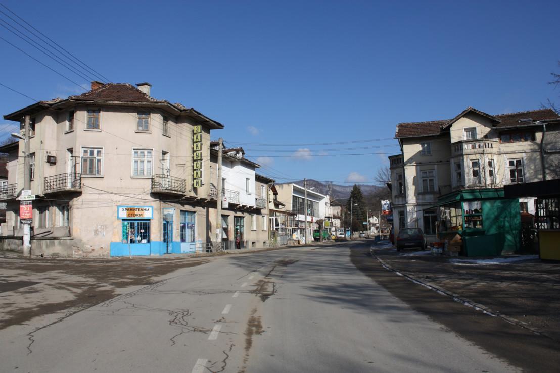Momin-prohod-main-street