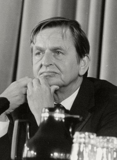(Olof_Palme)_Felipe_González_ofrece_una_rueda_de_prensa_junto_al_primer_ministro_de_Suecia._Pool_Moncloa._28_de_septiembre_de_1984_(cropped)