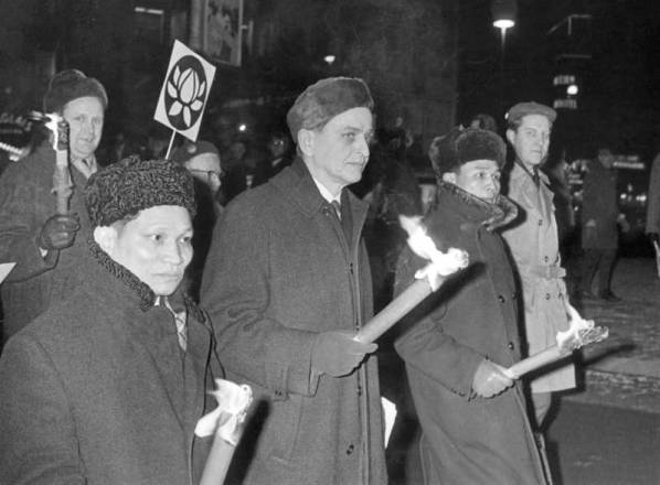 Olof_Palme_marching_against_the_Vietnam_War_1968